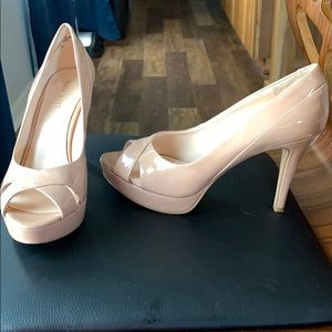 Nine West tan patent leather platform heels sz 7.5